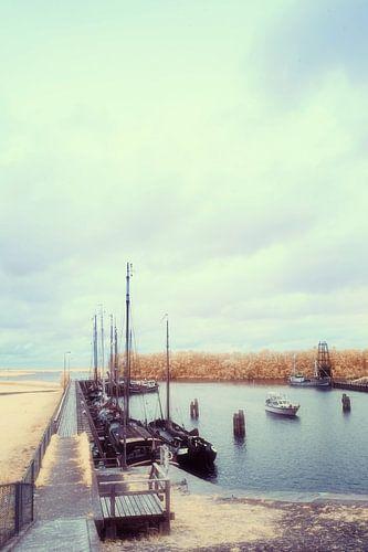 Haven met boten aan de aanlegsteiger