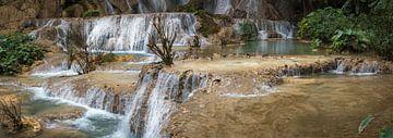 Panoramafoto van de Kuang Si Waterval, Laos van Rietje Bulthuis