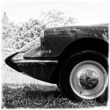 Citroën DS in schwarz-weiß von Wim Schuurmans