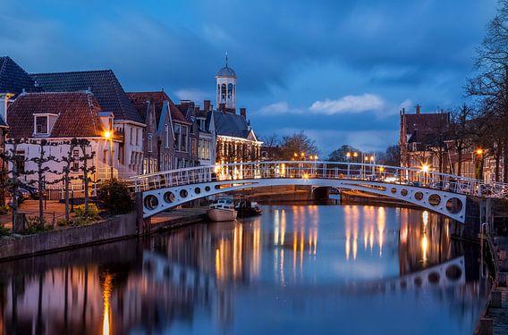 Vleesmarkt Dokkum met zicht op stadhuis met torentje van R Smallenbroek