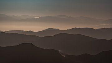 Sonnenaufgang in den Bergen von Remco Piet