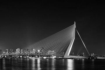 Erasmusbrücke in schwarzweiß von Jaco Verheul