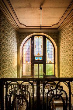 De trappengang in een verlaten Italiaanse villa van Aurelie Vandermeren