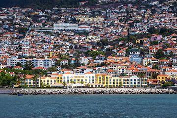 Blick auf Funchal auf der Insel Madeira, Portugal sur Rico Ködder