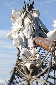 Close-up van een zeilschip van Manon Verijdt