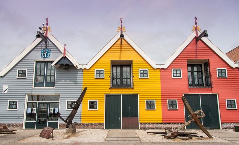 De gekleurde huisjes van Zoutkamp van Naresh Bhageloe