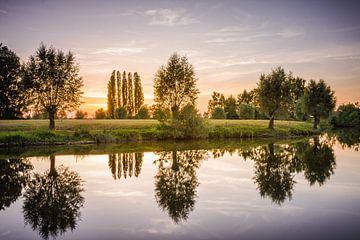 Zonsondergang reflectie van Wim van D