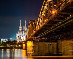Keulse kathedraal bij nacht