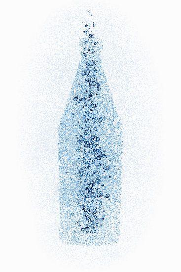 Een fles van waterdruppels