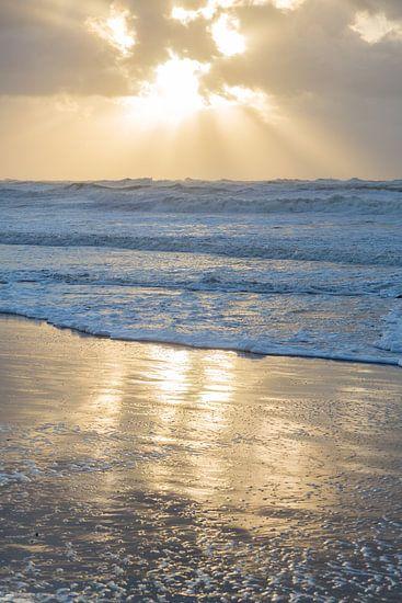 Strand | Zonsondergang  - winter aan de Noordzee van Servan Ott