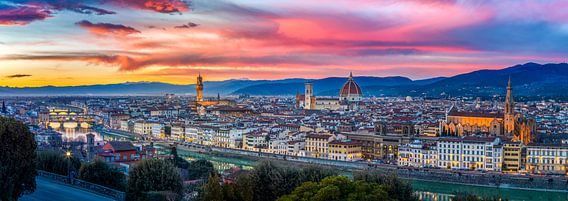 Skyline Florence at sunset (2019) van Teun Ruijters
