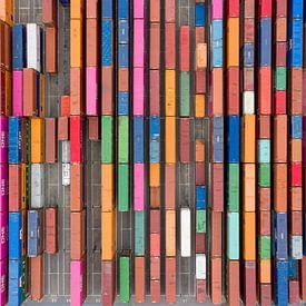 Luchtfoto van containers in de haven van Jeroen Kleiberg