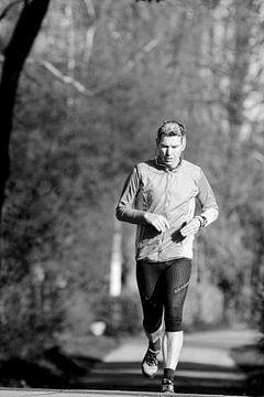 Een man die hardloopt. von Benny van de Werfhorst