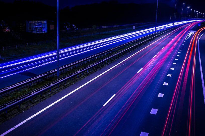 Night Traffic van Mario Kuijpers