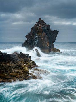 Black Devil Tower auf der wunderschönen Insel Madeira von Jos Pannekoek