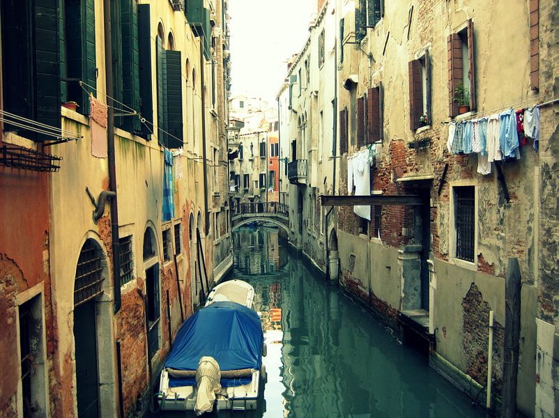 Venetië. Was drogen boven het kanaal.