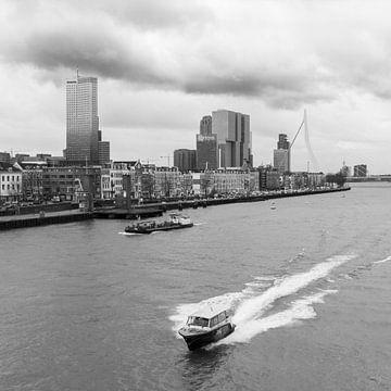 Zicht op de kop van zuid in Rotterdam von Peter Hooijmeijer
