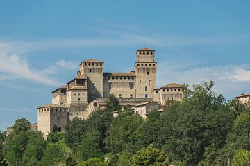 Indrukwekkend kasteel Castello di Torrechiarain Italië van Patrick Verhoef