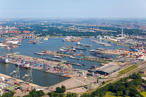 Luchtfoto Waalhaven te Rotterdam