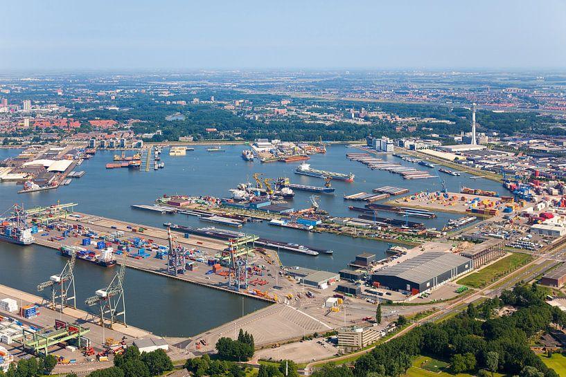 Luchtfoto Waalhaven te Rotterdam van Anton de Zeeuw