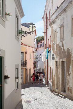 Lissabon : Gasse in der Alfama