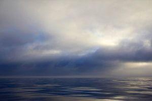 Wolken over de oceaan bij Monterey Bay, California