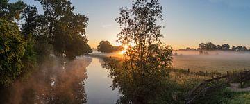 Mistige ochtend bij de Kromme Rijn op Landgoed Rhijnauwen, Provincie Utrecht, Nederland van