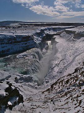 Gullfoss in de winterzon van Timon Schneider