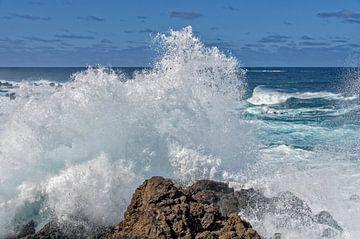 Madeira brekende golven van Eric van den Berg