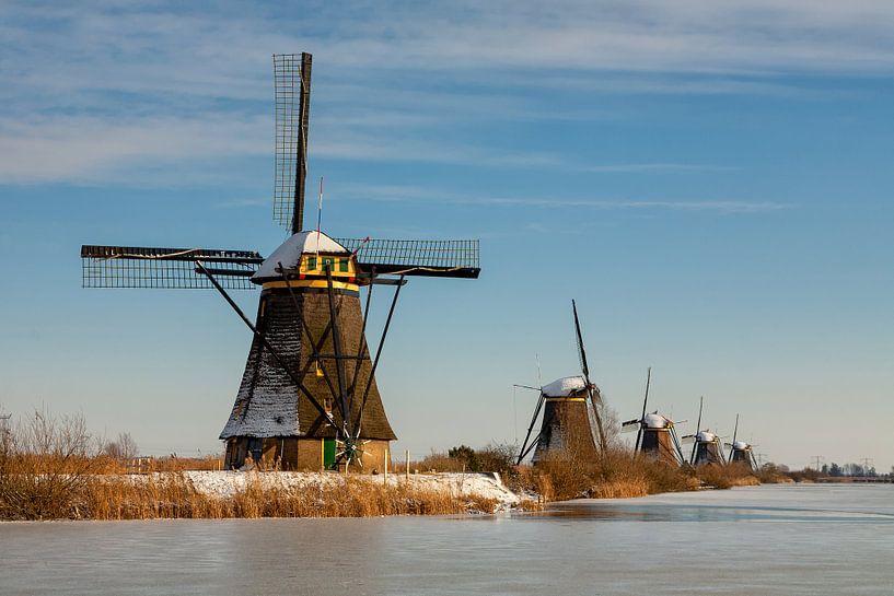 Kinderdijk in winterse sfeer van Bram van Broekhoven