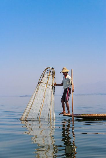 Birmaanse Visser op het Inle meer II