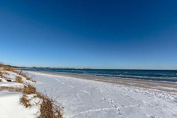 Winter: Sneeuw op het strand in Juliusruh op het eiland Rügen van GH Foto & Artdesign