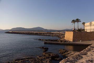 Bastion van Alghero, Sardinië met uitzicht op zee van Joost Adriaanse