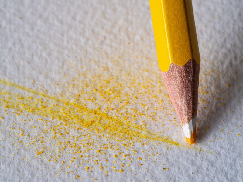 Gelber Buntstift im Detail von Andreas Müller