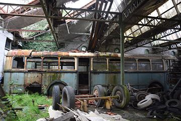 verlassener Bus von Thalita Dumolin