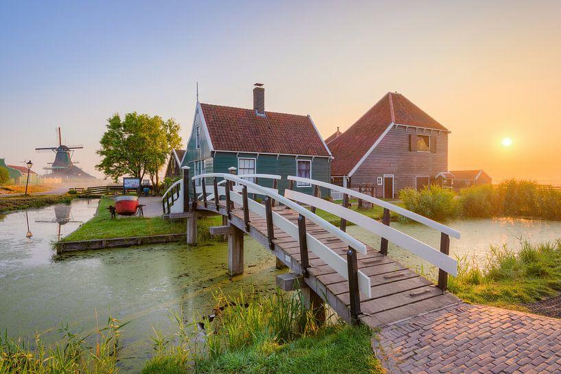 Sunrise at Zaanse Schans in the Netherlands van Michael Valjak