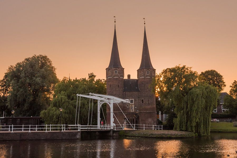 Delft oostpoort zonsondergang