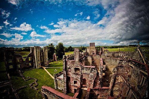 Cowdray Castle van