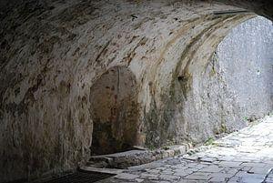 De gangen in het Oude Fort Kerkyra op Corfu.