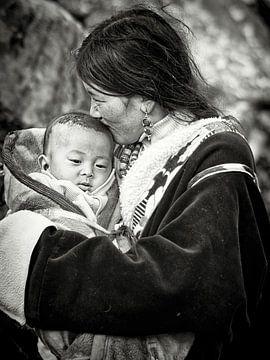 Mutter mit Kind in Tibet von Jan van Reij