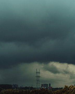 Onweer boven Rotterdam van Stefan Spoelstra
