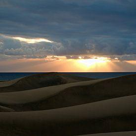 Zonsondergang strand Gran Canaria Maspalomas van W J Kok