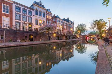 Oudegracht Utrecht tijdens de avondschemering van André Russcher
