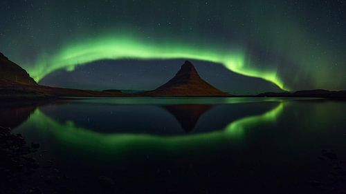 Noorderlicht panorama  bij Kirkjufell 2 van Sven Broeckx