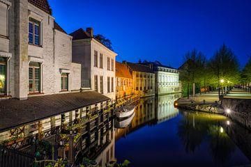 Dijver-Kanal in Brügge bei Nacht von Johan Vanbockryck