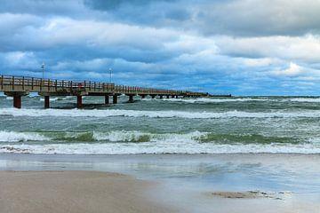 Seebrücke in Prerow an einem stürmischen Tag von Rico Ködder