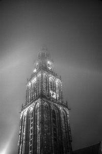 Martinitoren in de mist 2 (zwart-wit)