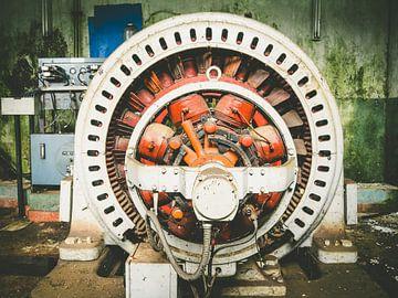 un grand transformateur hydroélectrique