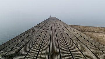 Gerüstbau im Nebel 4 von Timo Bergenhenegouwen