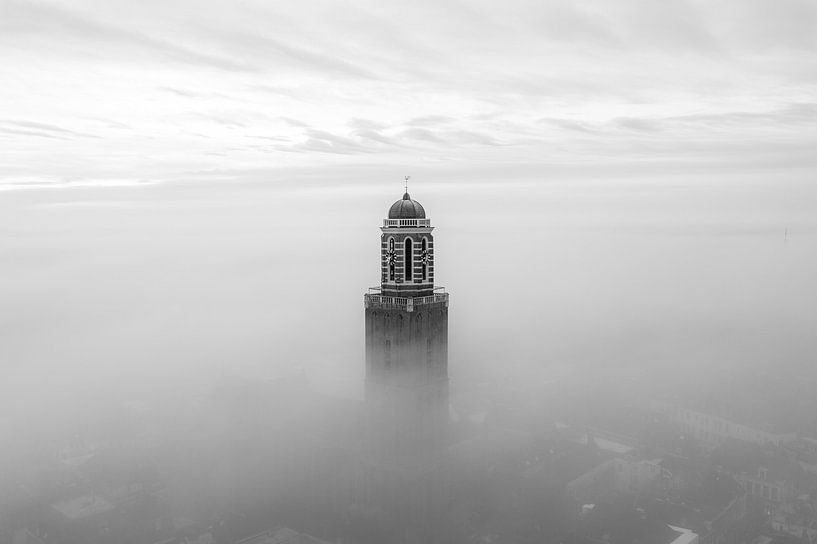 Peperbus in de mist, Zwolle van Thomas Bartelds